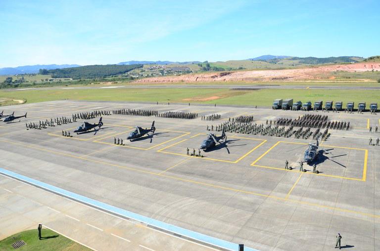 Modernização da Aviação do Exército Brasileiro considera  aquisição de  modelos de aeronaves de ataque, manobra e asa fixa.