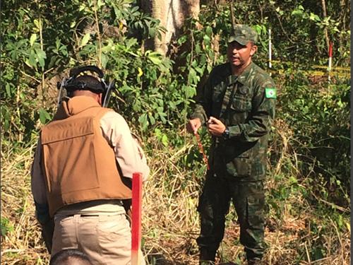 ADSUMUS: Oficiais do Corpo de Fuzileiros Navais realizam intercâmbio de Desminagem Humanitária com a Armada Nacional da Colômbia