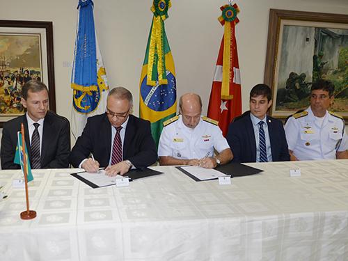 ADSUMUS: Força de Fuzileiros da Esquadra (FFE) e o Secretário de Estado de Segurança Pública do Rio de Janeiro assinam Termo de Cooperação