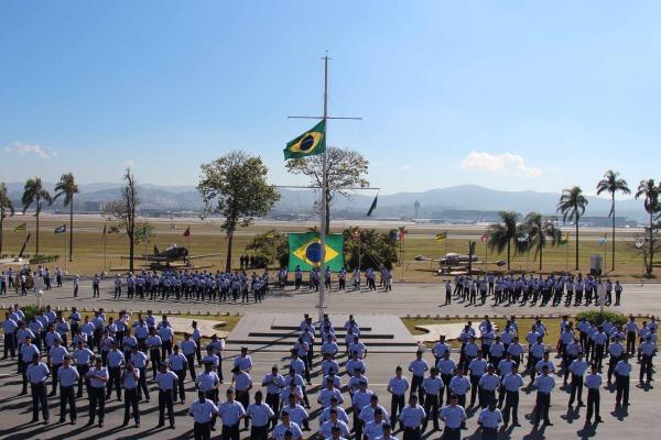 FAB PÉ DE POEIRA: Unidades de Infantaria  formam novos soldados em MG, SP e RJ
