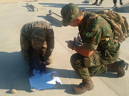 ADSUMUS: Grupo de Assessoramento Técnico de Fuzileiros Navais (GAT-FN) apoia o quinto Curso de Especialização em Infantaria na Namíbia