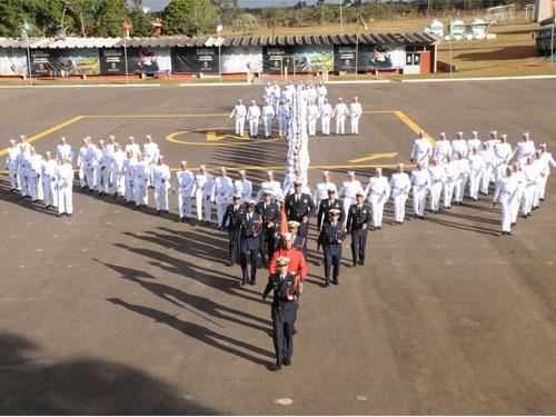 ADSUMUS: Soldados Fuzileiros Navais fazem juramento à Bandeira Nacional no Centro de Instrução e Adestramento de Brasília (CIAB)