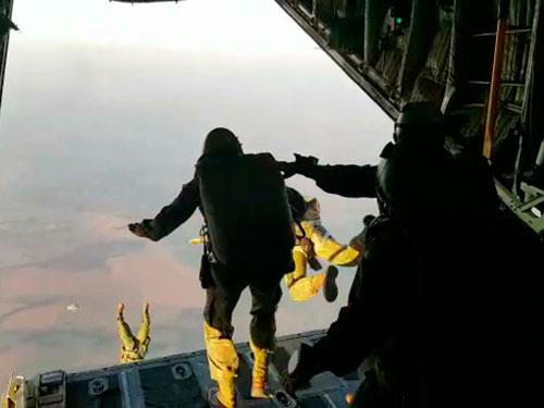 ADSUMUS: Batalhão de Operações Especiais de Fuzileiros Navais e GRUMEC realizam adestramento de salto