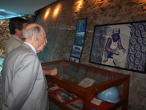 ADSUMUS: Ex-Ministro da Marinha  Almirante de Esquadra Alfredo Karam visita sede do CGCFN