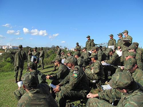 ADSUMUS: Alunos do Curso de Aperfeiçoamento de Oficiais do Corpo de Fuzileiros Navais (CAOCFN) realizam exercício em Macaé (RJ) e Rio das Ostras (RJ)