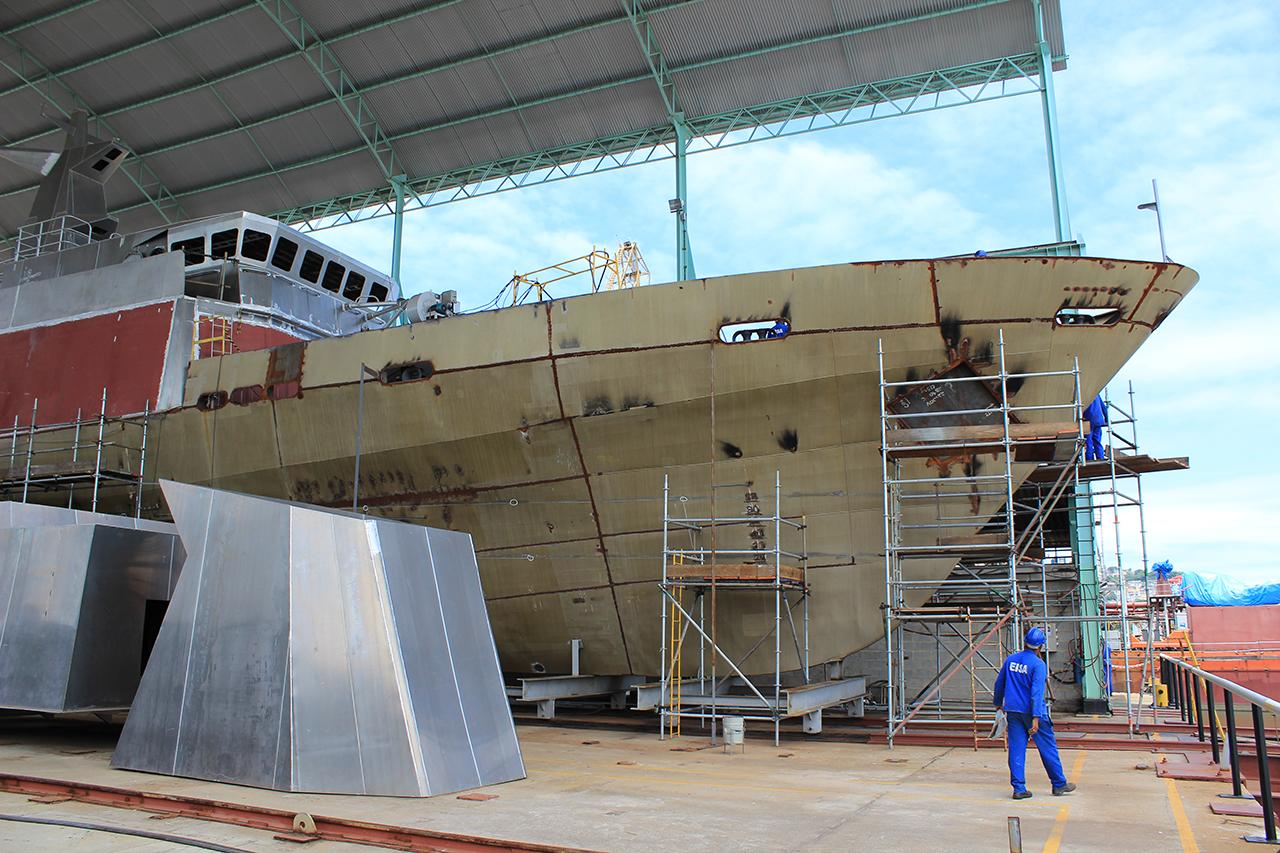 O caso das Macaés! Marinha vai tirar todos os cascos inacabados de dentro do EISA; empresa que fará a remoção do casco do navio-patrulha 'Maracanã' já foi selecionada