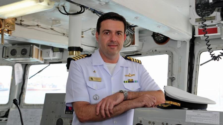 EXCLUSIVO/Formação Naval: Leal Ferreira estabelece como norma que o COMCA da Escola Naval será sempre o próximo comandante do NE 'Brasil'