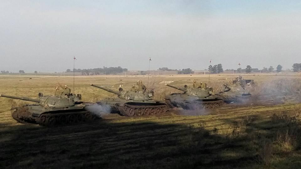 LEITURA DE SÁBADO: Os 'fumacentos' estão de volta! Ao contrário dos vietnamitas, uruguaios e peruanos permanecem sem solução para os seus tanques russos T-55