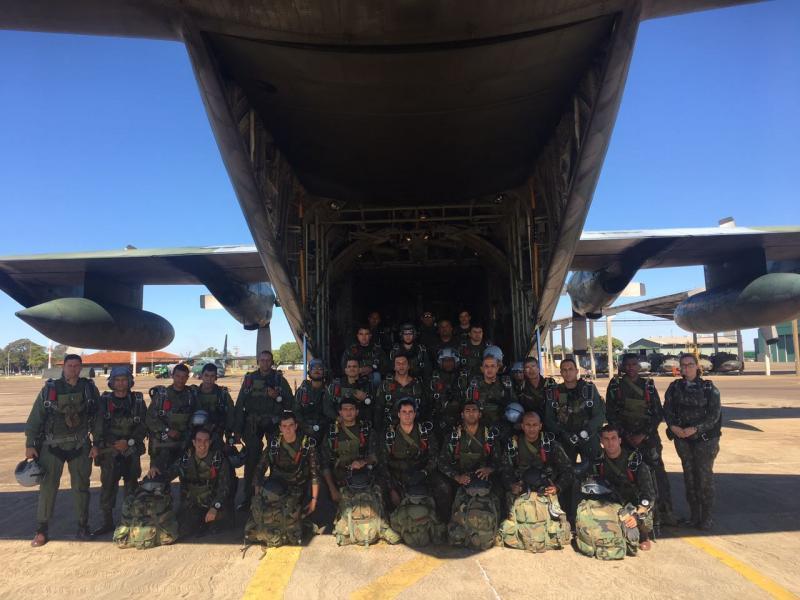 Companhia de Precursores Pára-quedista realiza adestramento de Salto Livre Operacional Grande Altitude