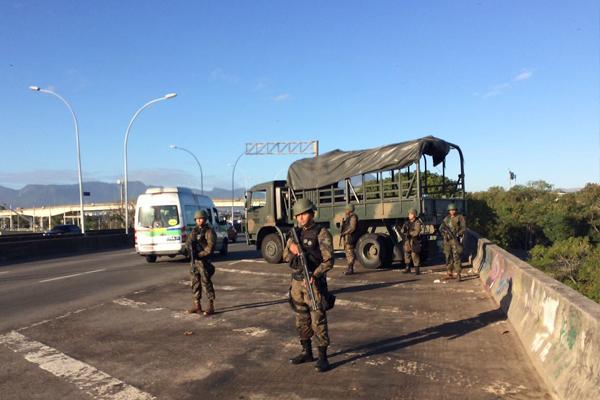 FAB PÉ DE POEIRA:  Infantaria da Aeronáutica na  Operação de Garantia da Lei e da Ordem no Rio de Janeiro
