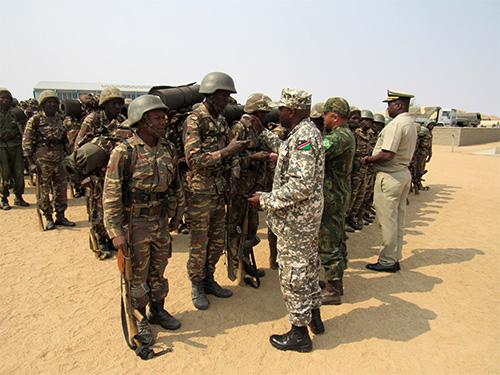 ADSUMUS: Grupo de Assessoramento Técnico de Fuzileiros Navais (GAT-FN) encerra Curso de Formação de Soldados Fuzileiros Navais da Namíbia