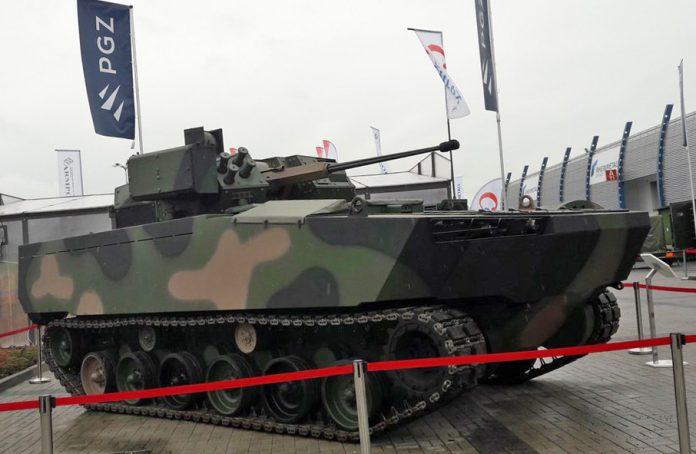 Polônia apresenta seu novo veículo  de combate de infantaria Borsuk