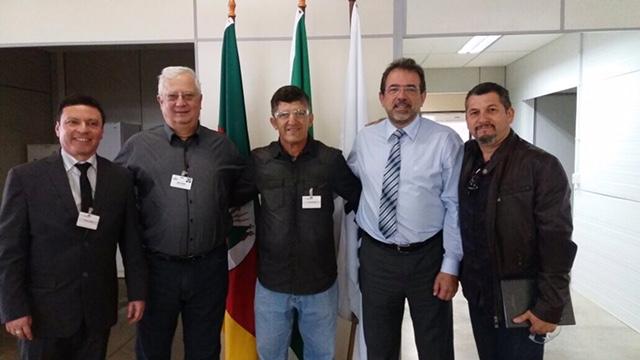 FAB PÉ DE POEIRA: Campeão de tiro  Sub Oficial Brum visita fábrica da Taurus