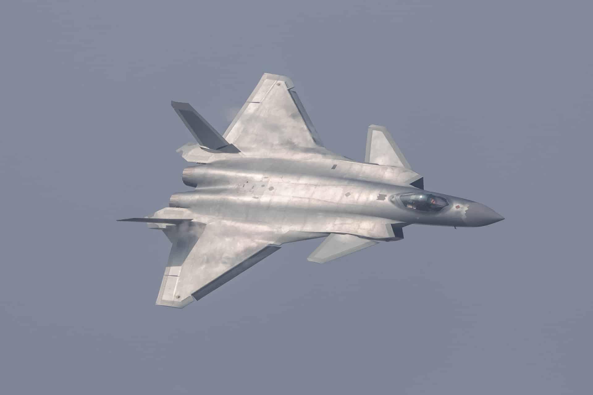 Nate Jaros-Piloto de teste Lockheed Afirmou que o caça furtivo J-20 possui estreita desvantagem emas que pode superar os 5G americanos