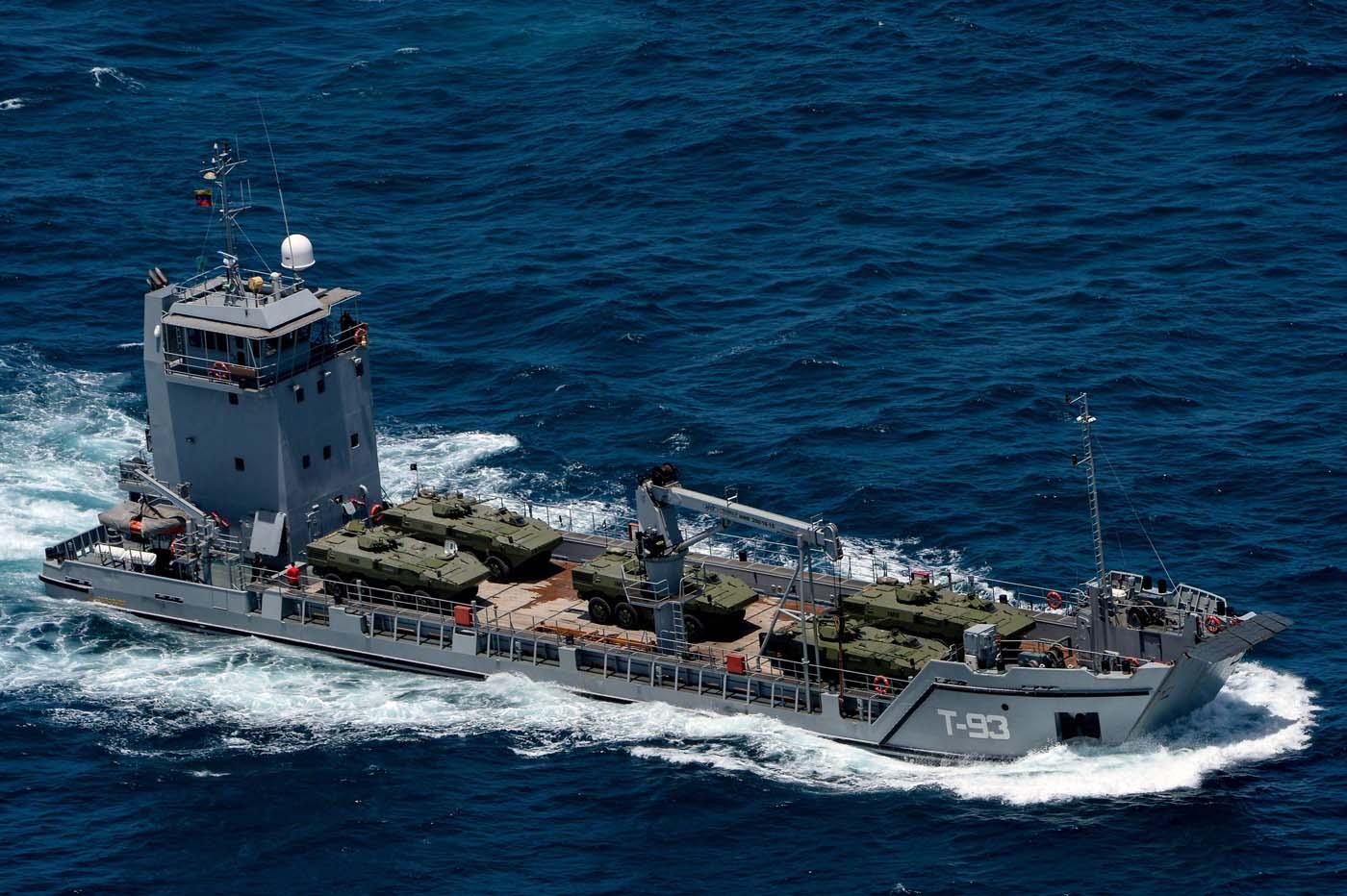 Compra de Oportunidade! Marinha peruana pode ficar com dois dos quatro navios de desembarque anfíbio que a Venezuela mandou construir e não pagou…