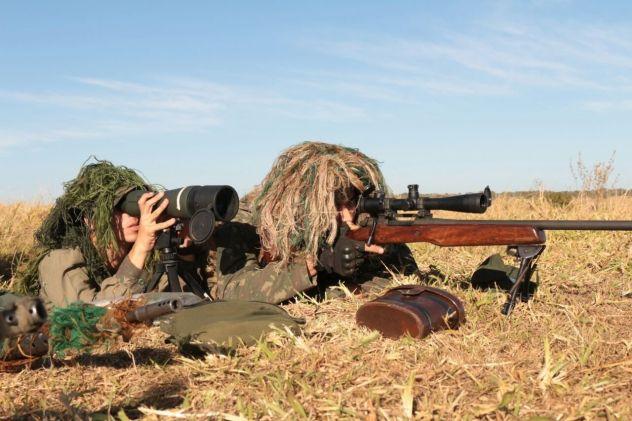 Tropas especializadas do Exército Brasileiro fazem estágio de tiro de precisão