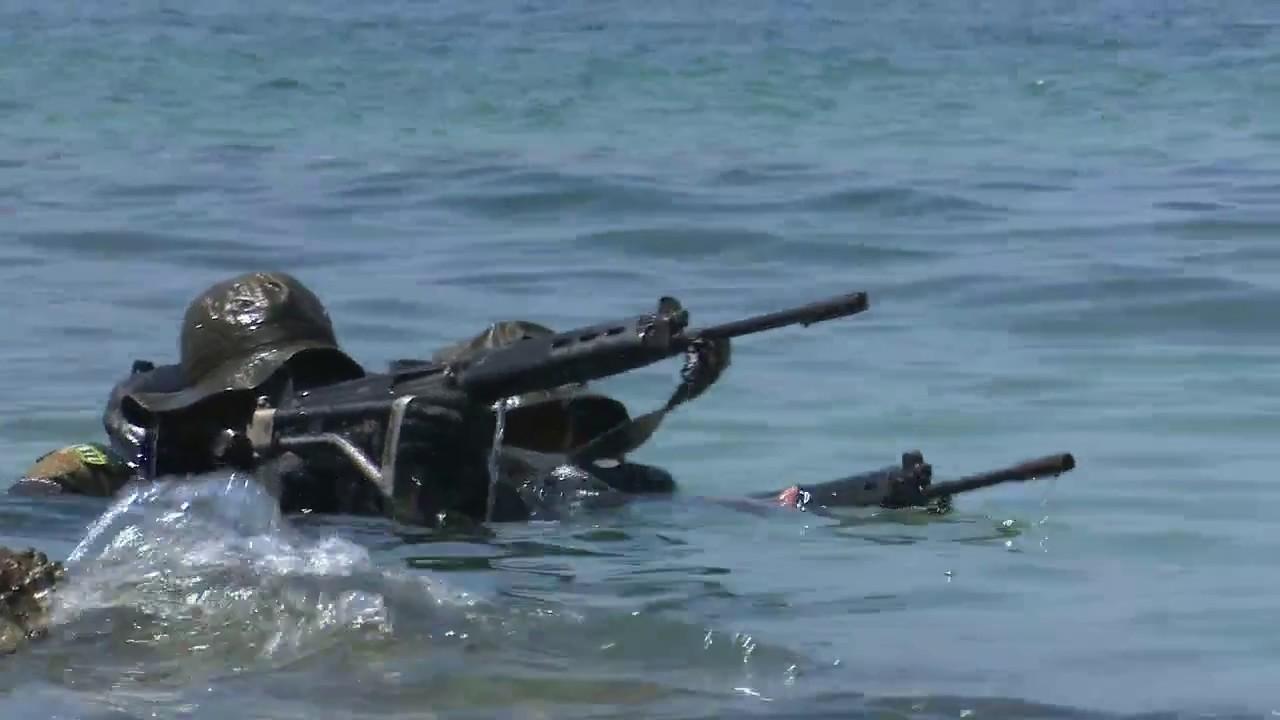 Fortuna Audaces Sequitur: Alunos do curso de mergulhadores de combate realizam exercícios em Angra dos Reis – RJ