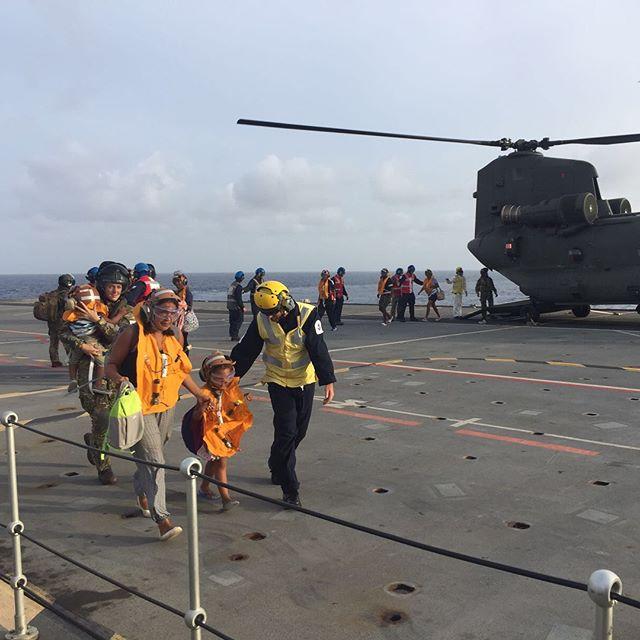 Porta-helicópteros britânico 'Ocean' cederá parte de sua tripulação ao novo porta-aviões 'Queen Elizabeth'; navio que foi oferecido à MB opera na face devastada da Ilha de Dominica