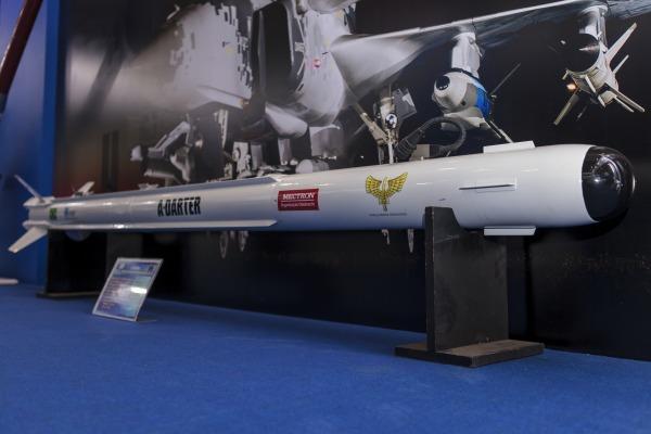 Míssil aéreo A-Darter: relatório do governo sul-africano prevê que ensaios de tiro do vetor encerrarão seu desenvolvimento (com dois anos de atraso) e a cooperação com o Brasil