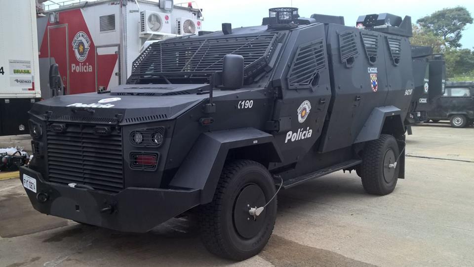 Veículos blindados da Polícia de São Paulo estão parados na oficina devido a uma série de problemas