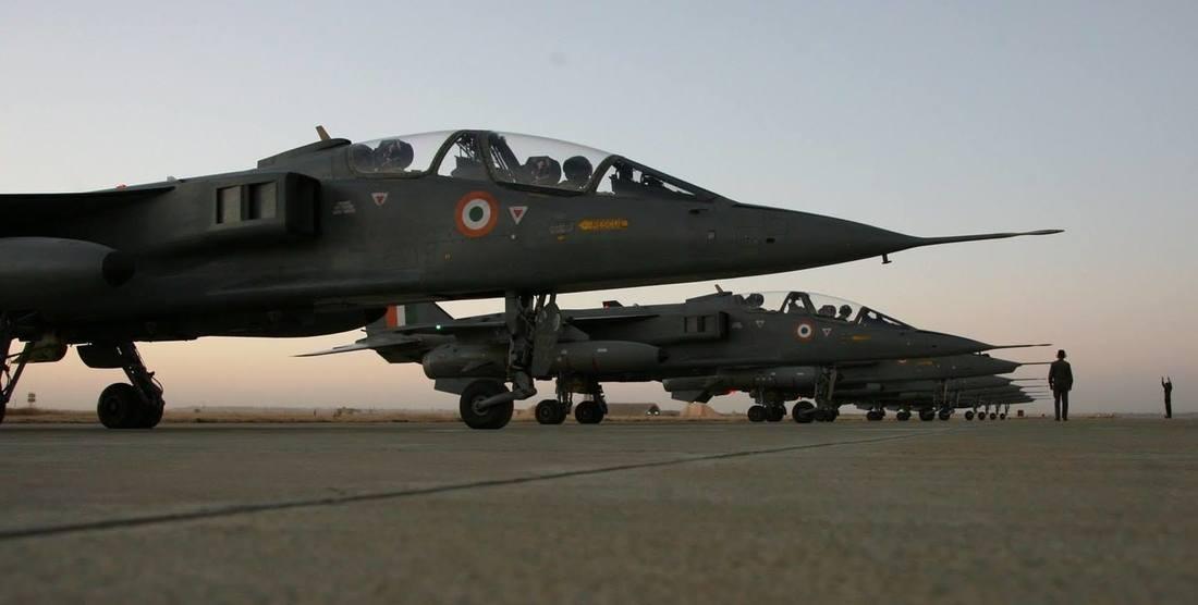 1ª Linha de Defesa Aérea! Índia aumenta em 30% o número de horas de voo noturnas dos seus pilotos de combate, e tenta comprar 36 jatos Jaguar estocados na França