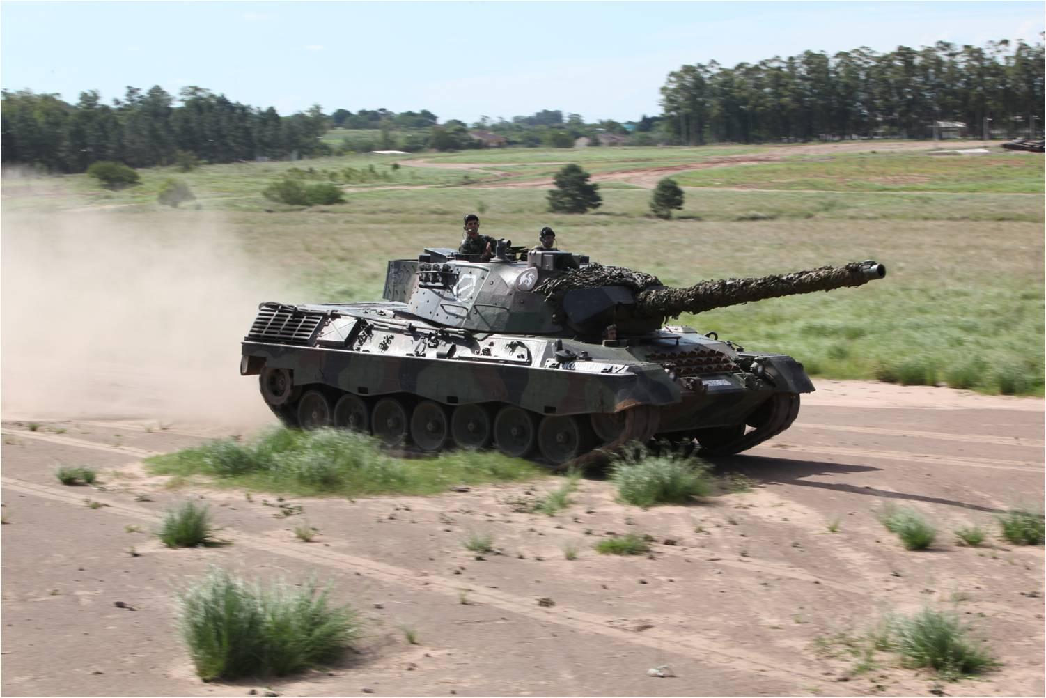 Jane's diz que EB quer mesmo comprar carros de combate Leopard 1A5, mas nenhuma decisão foi tomada sobre o assunto, e nem há verba alocada para a encomenda