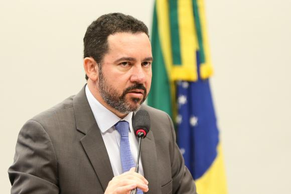 Ministro do Planejamento, Orçamento e Gestão, Dyogo Oliveira, diz que Brasil não tem navios para defender sua costa
