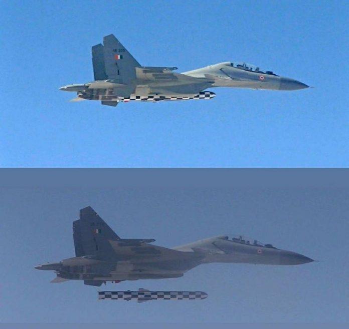 IAF efetua com sucesso o lançamento do míssil de cruzeiro supersônico Brahmos a partir de uma aeronave SU-30MKI