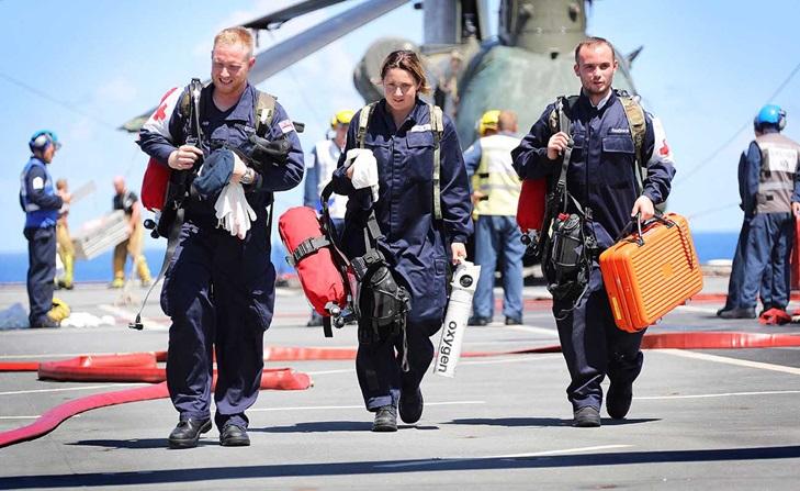 ESPECIAL: MoD divulga os números da Ajuda Humanitária prestada pelo porta-helicópteros 'Ocean' no Caribe; navio já está no Mediterrâneo liderando uma Força-Tarefa de dez navios (saiba quais)