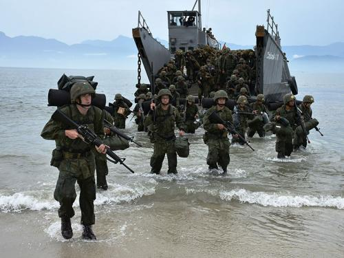 ADSUMUS: Alunos do Curso de Formação de Soldados Fuzileiros Navais do CIAB realizam exercício na Marambaia