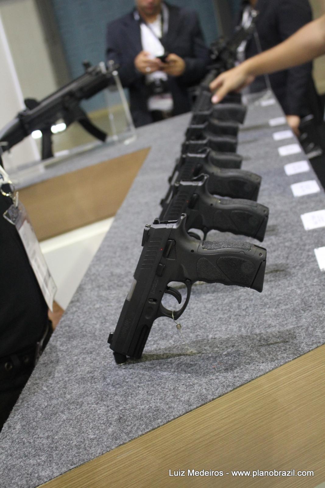 Gigantes das armas travam guerra silenciosa por mercado de R$ 2,5 bilhões
