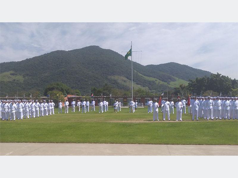 ADSUMUS: Soldados Fuzileiros Navais realizam cerimônia de juramento à Bandeira