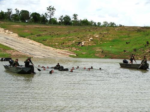 ADSUMUS: Grupamento de Fuzileiros Navais de Brasília (GptFNB) realiza adestramento ribeirinho em Caldas Novas (GO)
