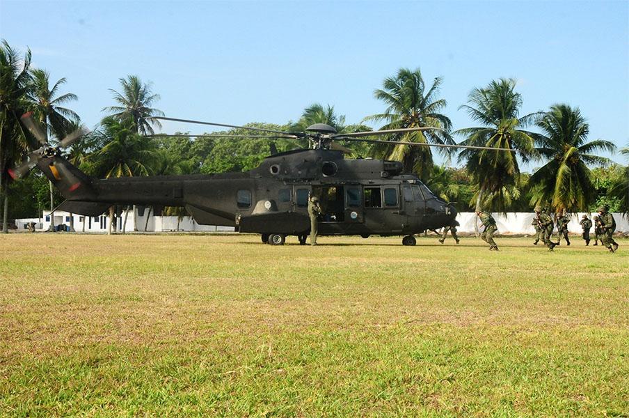 ADSUMUS: Grupamento de Fuzileiros Navais de Natal (GptFNNa) realiza exercício com aeronave do 1º Batalhão de Aviação do Exército