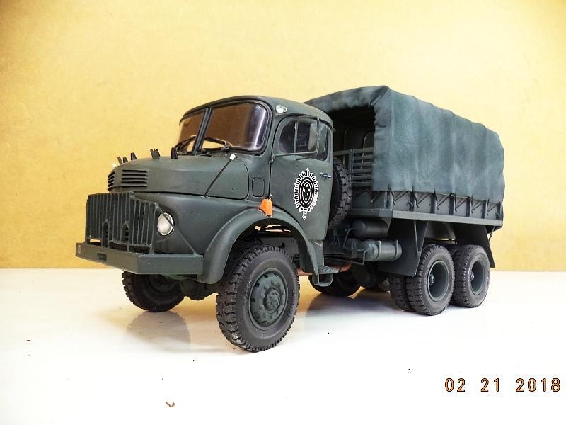Trabalho do leitor- Modelo do caminhão Mercedes-Benz LG 1819 6x6 militar