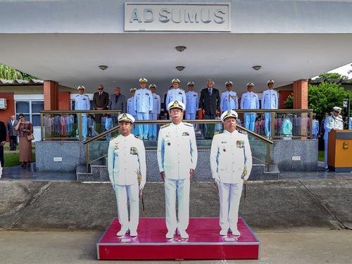 ADSUMUS: Comando do Centro de Instrução Almirante Milcíades Portela Alves (CIAMPA) realiza cerimônia de passagem de comando