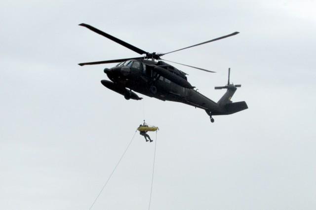 No céu e em terra: Artilharia de Selva e Aviação do Exército no preparo da Força para qualquer ambiente.