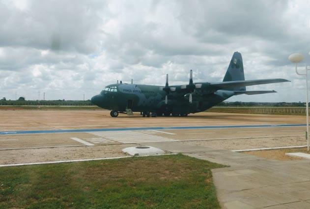 Avião C-130 Hércules da Força Aérea Brasileira sofre avaria no aeroporto de Mossoró no RN
