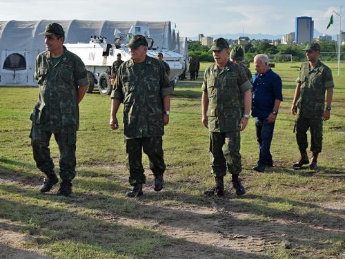 ADSUMUS: Comandante de Operações Navais visita a Base Permanente do Grupamento Operativo de Fuzileiros Navais