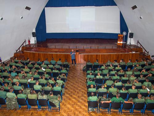 ADSUMUS: Escola de Operações de Paz de Caráter Naval conduz preparação do  1º Contingente do Grupamento Operativo de Fuzileiros Navais – República Centro-Africana (GptOpFuzNav-RCA).