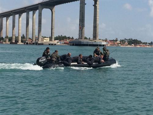 ADSUMUS: Grupamento de Fuzileiros Navais de Natal (GptFNNa) ministra módulo em curso da PM