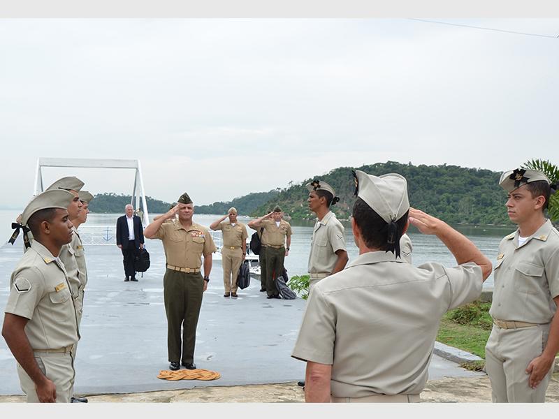 ADSUMUS: Comandante da Força de Fuzileiros Navais Sul dos Estados Unidos visita o CIASC
