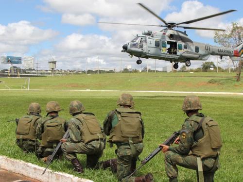 ADSUMUS: Grupamento de Fuzileiros Navais de Brasília (GptFNB) realiza adestramento com o 2º Esquadrão de Helicópteros de Emprego Geral