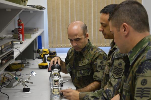 FAB PÉ DE POEIRA: Terceiro Grupo de Defesa Antiaérea – 3º GDAAE (Grupo Defensor) cria dispositivo para auxiliar no treinamento de operadores do Sistema IGLA-S