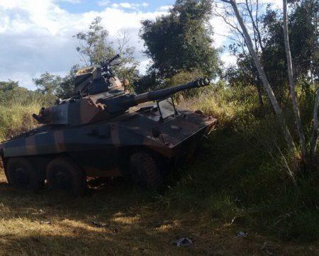 Acidente entre carro e viatura do exército deixa homem ferido no MS