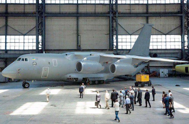 Antonov detalha a família de aviões cargueiros militares An-188