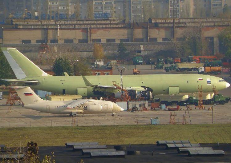 """O Ministério da Defesa da Rússia cancelou formalmente seu contrato com o PJSC """"United Aircraft Corporation"""" (UAC) para o Reabastecedor Il-96 400TZ"""