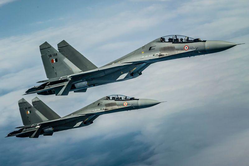 Os Su-30 da Índia conseguiram detectar caças furtivos chineses J-20 ?