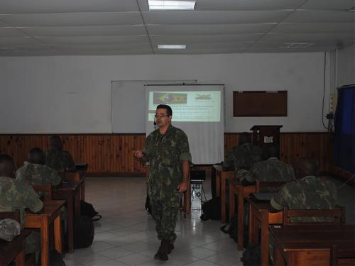 ADSUMUS: Curso de especialização em infantaria para cabos fuzileiros navais é iniciado em São Tomé e Príncipe