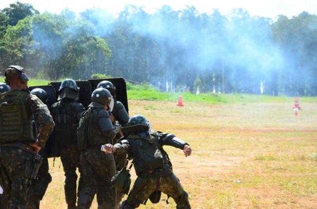 Forças Armadas do Brasil treinam em operações em ambientes urbanos